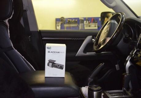 Подключение видеорегистратора с Wi-Fi на Toyota Land Cruiser