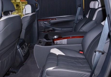 Комфортный салон от BMW в Lexus LX570 + мультимедиа