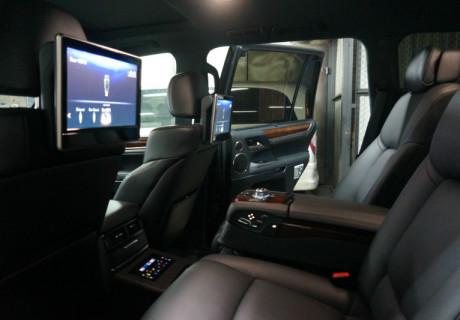 Задний диван от BMW F-Series на Lexus LX570