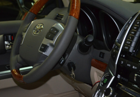 Авторская защита Plumba и замок капота на Toyota LC 200